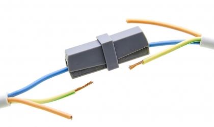 Cхема подключения двухклавишного проходного выключателя (переключателя)