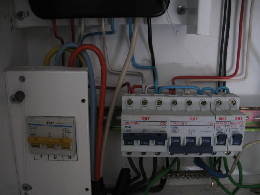 Как индикаторной отверткой и мультиметром определить фазу и ноль